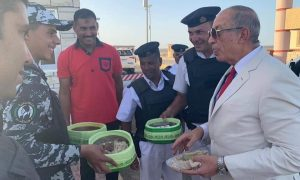 محافظ البحر الأحمر يتفقد وجبات رمضان لأفراد الأمن بكمين الاحياء