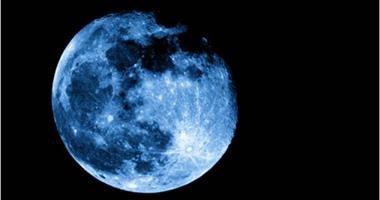ظهور القمر الأزرق بالسماء يوم 18 مايو الجارى