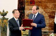 السيسي يكرم السفير الصيني سونغ آيقوه بعد نهاية عمله بالقاهرة
