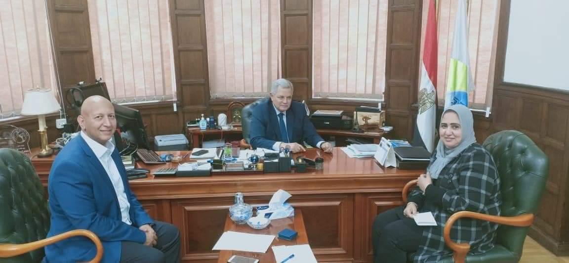 النائبة سحر صدقي تقوم بزيارة لرئيس مجلس إدارة الشركة القابضة للمياه والصرف الصحي