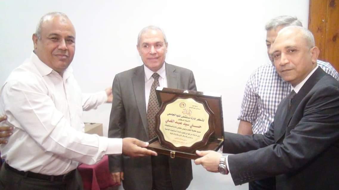 إدارة مستشفيات المنيا الجامعية تُكرم