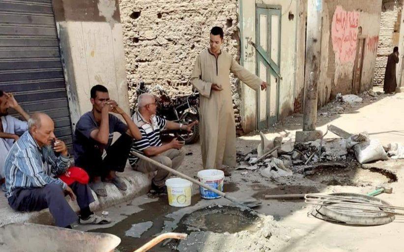رئيس مركز ومدينة دشنا يستجيب لتغطية غرف الصرف الصحي