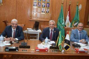 مناقشة استعداد الكليات لاستقبال العام الدراسي الجديد فى اجتماع رئيس جامعة المنوفية بعمداء الكليات
