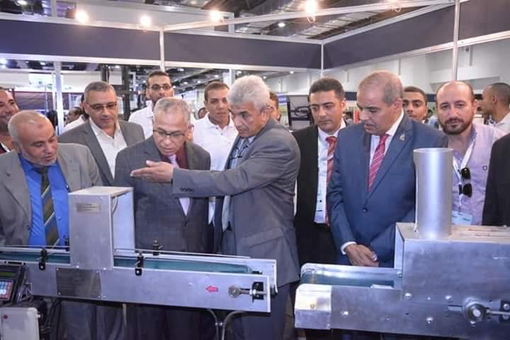 رئيس جامعة الأزهر يفتتح جناح كلية الهندسة الزراعية المشارك في المعرض الدولي الـ 32 لأفريقيا والشرق الأوسط