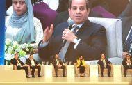 نائب رئيس نقابة البترول لشئون المرأة عايدة محي تشارك الحضور في المؤتمر الوطني الثامن للشباب