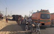 انقلاب مقطورة محملة بالأسمنت بالطريق الصحراوي أمام قرية بركة بنجع حمادي