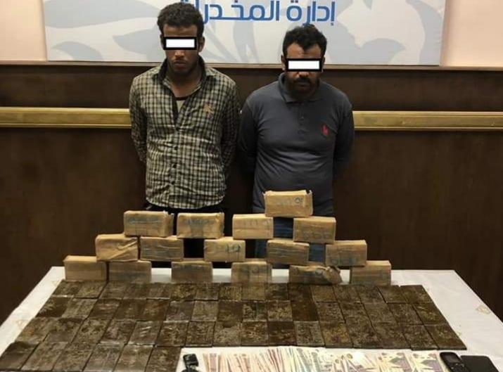 الأدارة العامة لمباحث مديرية أمن القاهرة تضبط 11.660كيلو من مخدر الحشيش بمنطقة بين الجبليين بالطريق الأقليمي.