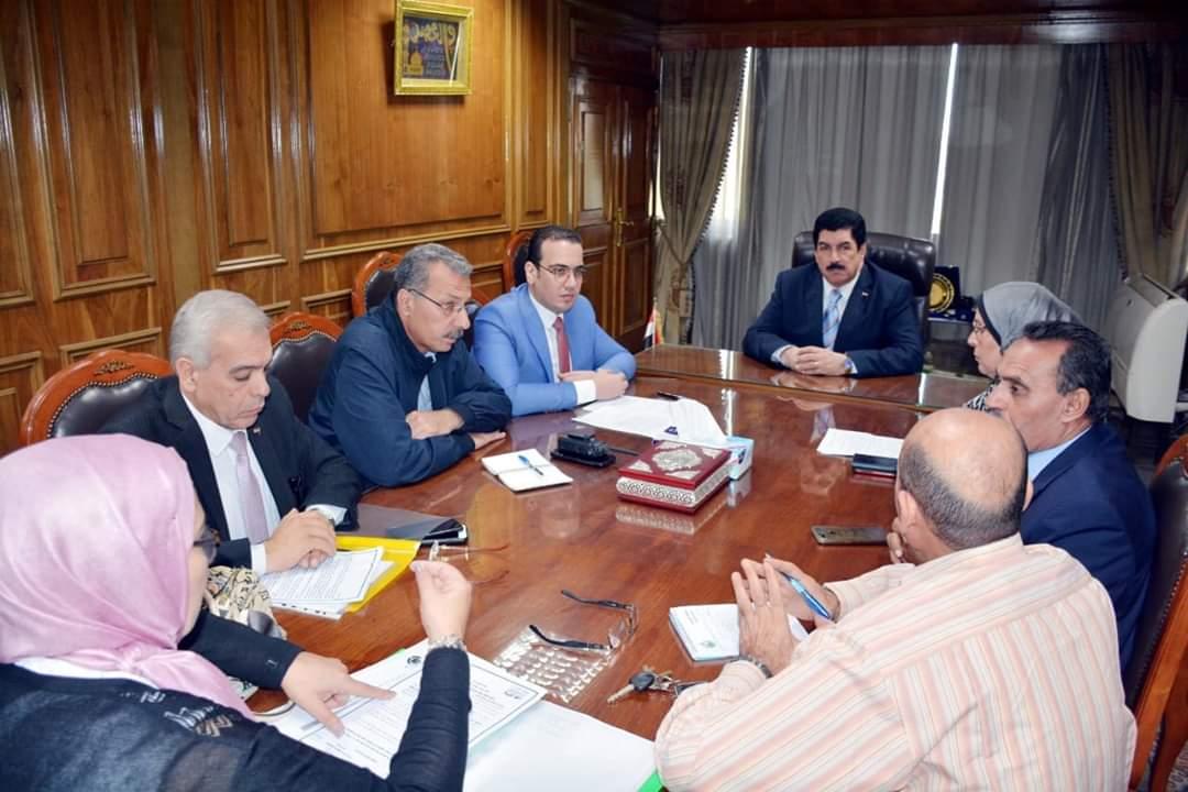 مرزوق وعجلان يستعرضان مع مدير عام الأبنية التعليمية