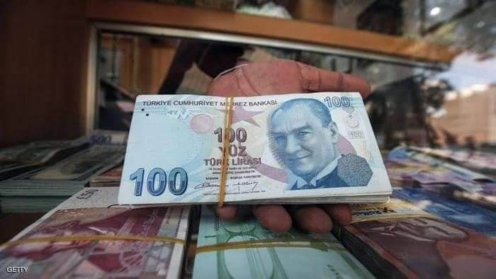 العملة التركية تفقد قرابة 30 في المئة من قيمتها وتراجع في الصادرات