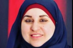 عبير حامد تقدم محاضرة في جامعة بيرزيت حول مبادرة التعلم من خلال الفن
