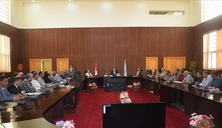 محافظ البحر الأحمر يلتقي بمديري الإدارات للإرتقاء بالخدمات المقدمة للمواطنين