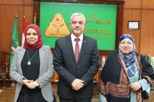 رئيس الجامعه يهنئ الدكتوره أمل عيسي عميد صيدله