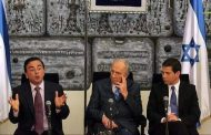 غصن خلال لقاء جمعه مع بيرس في إسرائيل عام 2008.وقضية جديدة تلاحقة