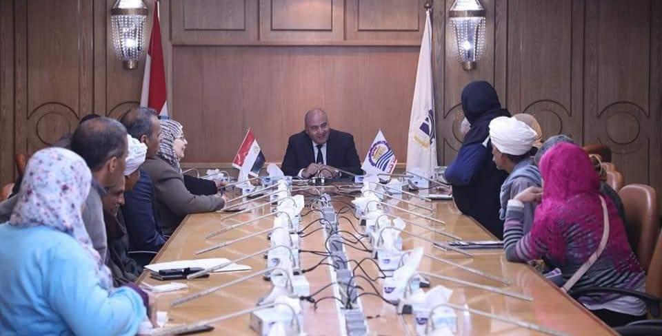 محافظ قنا يعقد اجتماع لمناقشة اوضاع صناع الفخار بمركز نقادة