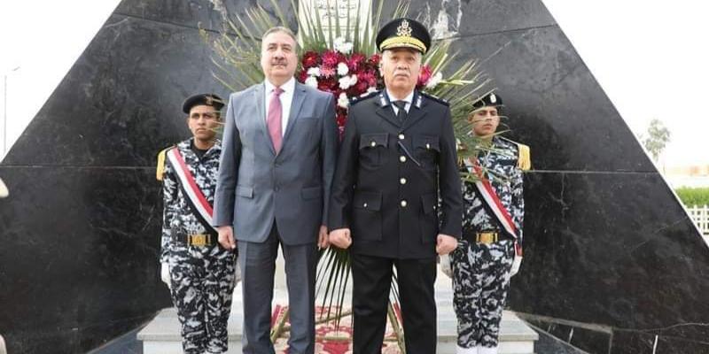 : محافظ المنوفية ومدير الأمن يضعان إكليل الزهور علي النصب التذكاري لشهداء الشرطة بمعسكر قوات الأمن بقويسنا