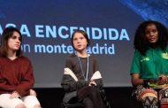 فانيسا (يمين) خلال مشاركتها في منتدى دافوس الاقتصادي