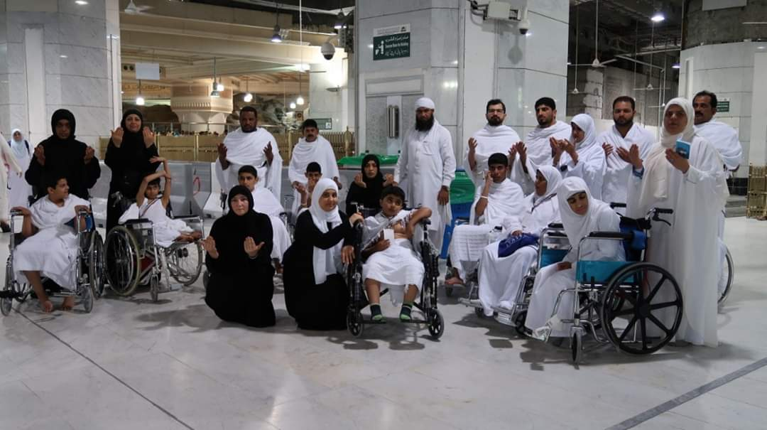 بالصور د. نادية الصايغ رئيسة مركز المشاعر الإنسانية تنظم رحلة عمرة لأصحاب الهمم