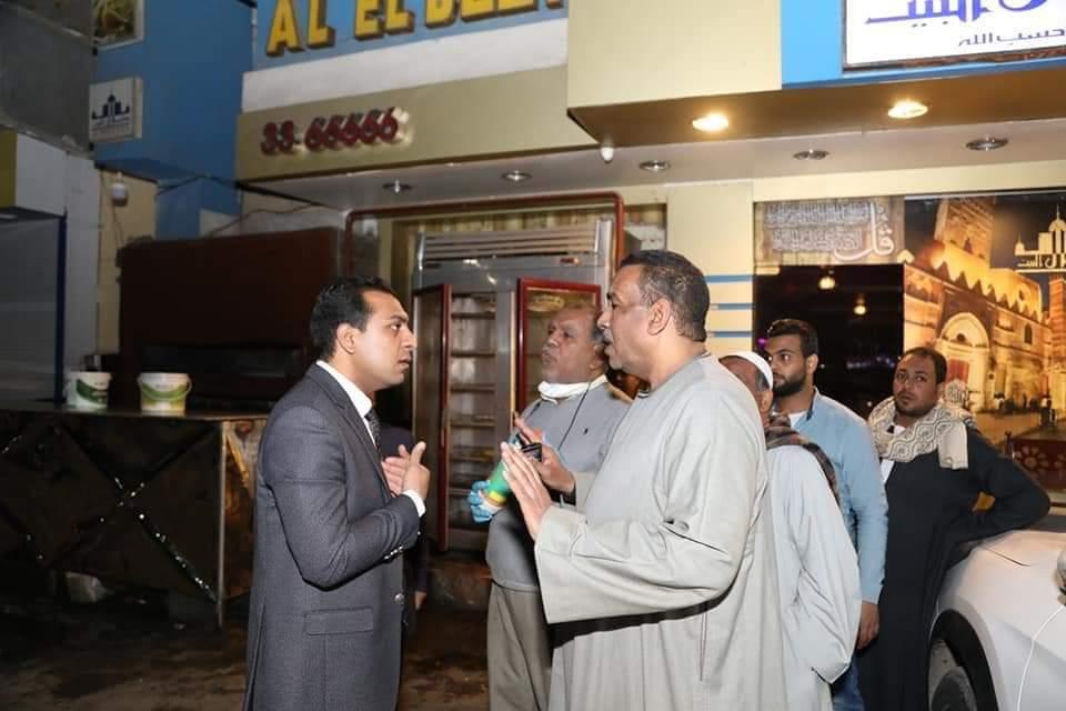 نائب محافظ قنا يتابع تنفيذ قرار غلق المطاعم والمقاهي والمحال التجارية