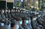 جنود بالجيش الفلبيني يرتدون كمامات لمواجهة كورونا بعد إصابة رئيس أركان جيش الفلبين
