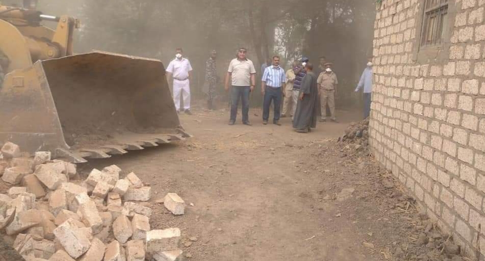 إزالة 30 حالة تعدي على الاراضي الزراعية بالعركي في فرشوط