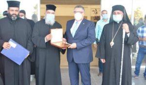 وفد من رجال الدين المسيح يهنئ محافظ البحر الأحمر بعيد الفطر