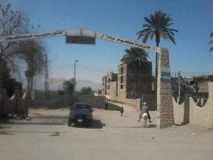 منع الباعة وقصر العزاء على التليفون بقرية كوم بلال بنقادة