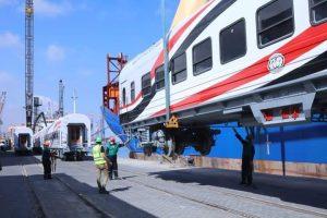 وصول الدفعة الأولى من عربات قطار الركاب الجديدة إلى ميناء الإسكندرية .