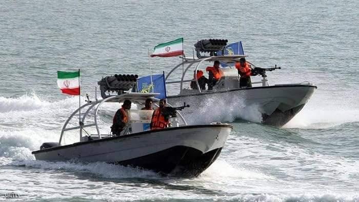 صقور الحرس الحدودي السعودي يتصدى لثلاثة قوارب إيرانية