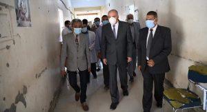 محافظ قنا يتابع مستوى الخدمات الطبية بالمقر المؤقت لمستشفى أبوتشت العام