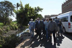 محافظ قنا يتفقد الأعمال الإنشائية بمجمع الورش الحرفية بقرية الطود بمدينة أبوتشت