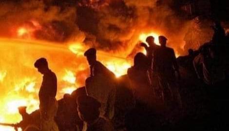 كارثة المصنع أودى حريق كراتشي بحياة أكثر من 260 شخصا