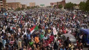 السودان يعاني من عقوبات أميركية منذ تسعينيات القرن الماضي.