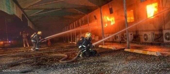 الدفاع المدني السعودي خلال عملية إلاطفاء فى جدة