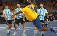اللاعب الكونغولى العملاق حديث الساعة فى مونديال كرة اليد بمصر