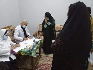 الكشف على ٢٠٩٠ حالة خلال القافلة الطبية بقرية الدهسة بمركز فرشوط 
