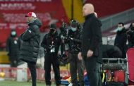 مدرب فريق بيرنلي انخرط في مشاحنة غاضبة في النفق المؤدي إلى غرف اللاعبين في ملعب أنفيلد