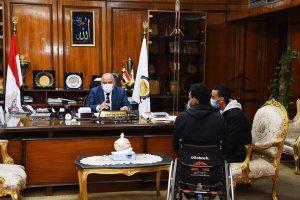 قيادات محافظة قنا يستقبلون عدد من المواطنين للاستماع الى شكواهم