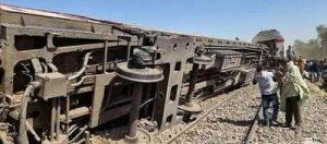 دمار بعد تصادم قطارين في سوهاج - تدخل سريع لمنع كارثة جديدة