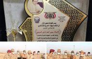 قيادات عسكرية من الجانبين اليمني والسعودي تكرم الاعلامي سمير السروري