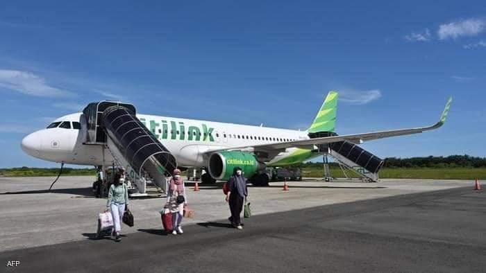بعدما تنكر في هيئة زوجته على أمل ركوب الطائرة في رحلة داخلية يواجه رجل إندونيسي تهمة قد تؤدي به إلى السجن.