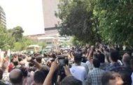 هتافات تعلو في وسط طهران