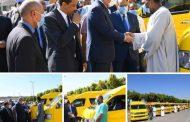 محافظ قنا يسلم بونات تموين مجانية ل ١٦٠ سائق من أصحاب سيارات السرفيس الجديدة