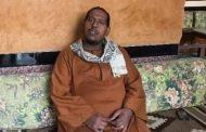 خروج والد أطفال فرشوط ضحايا التسمم على يد والدتهم من المستشفى