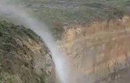 الظاهرة الغريبة في شلالات سيدني تتجه إلى الأعلى